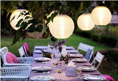 Cómo iluminar el jardín para un cumpleaños.