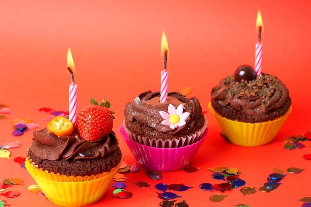 Celebrar cumpleaños platos